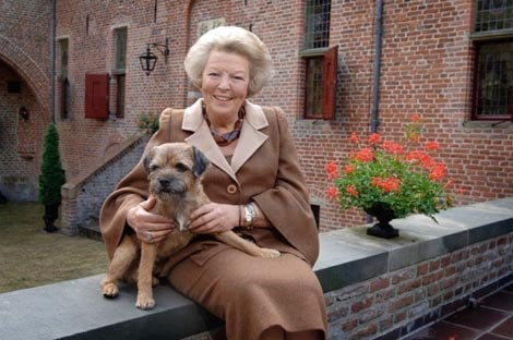 Her Majesty Queen Beatrix with her dog Chip. (RVD/photo Raymond Rutting)