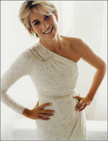 <a href=http://www.spiegel.de/img/0,1020,545413,00.jpg>Princess Diana photographed by Mario Testino<