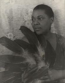 <a href=http://upload.wikimedia.org/wikipedia/commons/9/99/Bessiesmith.jpg>Bessie Smith</a>