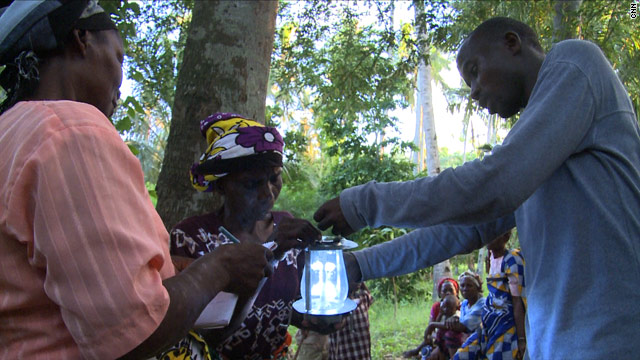 Evans explaining his LED solar-powered lantern (cnn.com)
