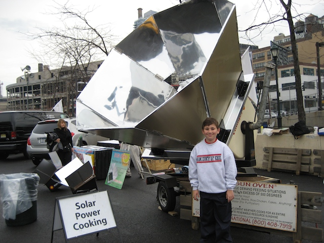 Matthew Cohen shows the power of Solar Ovens