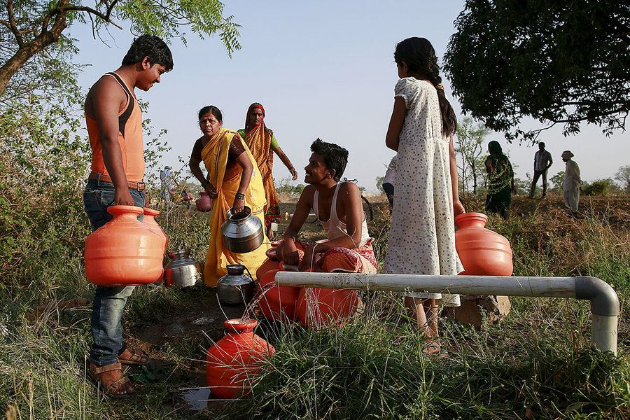 Picture of Women take southern India's drought into their own hands – one shovel at a time