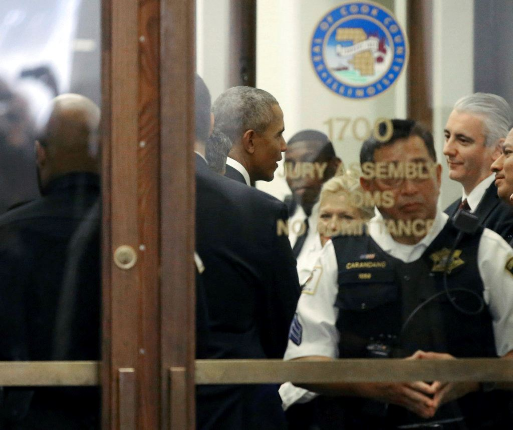 Picture of Barack Obama shows up in Chicago for jury duty; not chosen