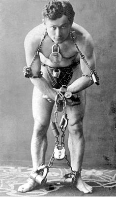 Harry Houdini | By McManus-Young Collection (Library of Congress) [Public domain], via Wikimedia Commons