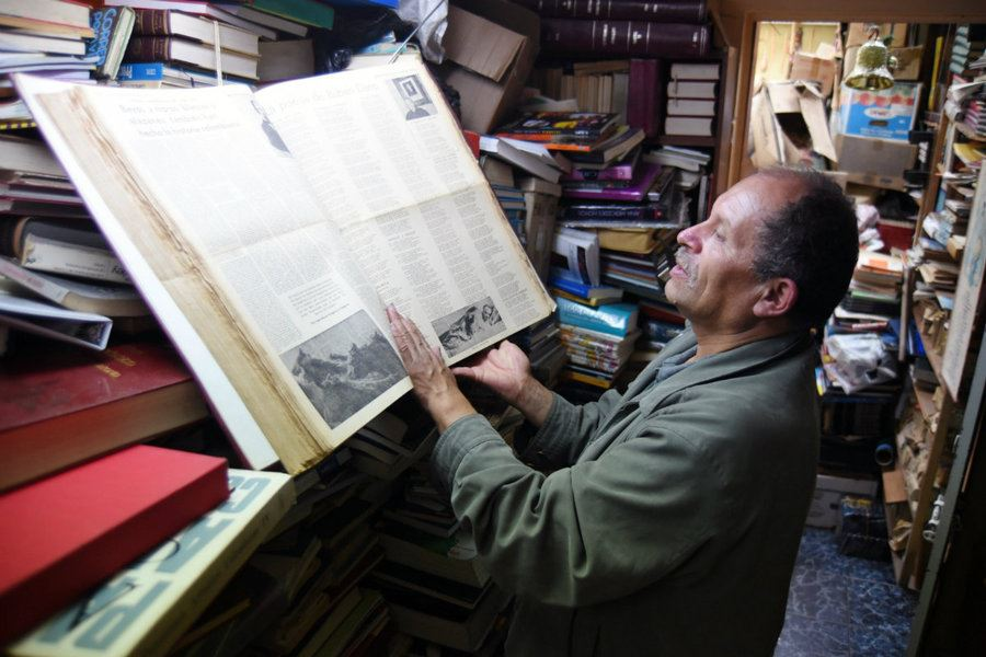 Picture of Colombia's 'lord of the books' saves tomes from the trash