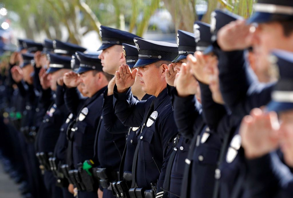 Picture of Thousands warmly recall officer hailed as bar shooting hero