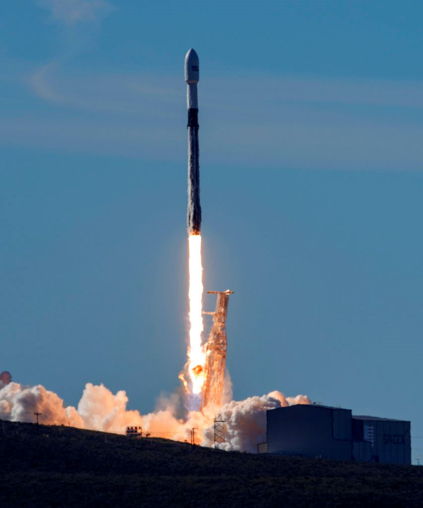 Picture of Reused rocket takes off carrying 64 satellites