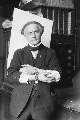 Houdini in handcuffs | Bettmann/Corbis [Public Domain] via The New York Times photo archive