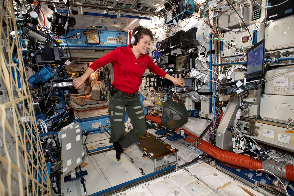 Picture of NASA nixes 1st all-female spacewalk due to suit-sizing issue