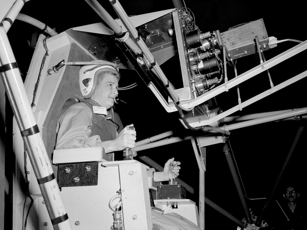 Picture of America's 1st female astronaut candidate, Jerrie Cobb, dies