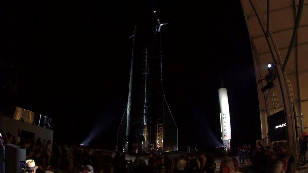 Picture of Musk unveils SpaceX rocket designed to get to Mars and back