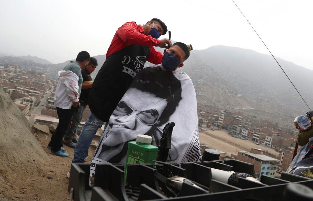 Picture of Barber offers hope in Peruvian barrios devastated by virus