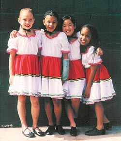 Samantha is the blonde girl on the left side.