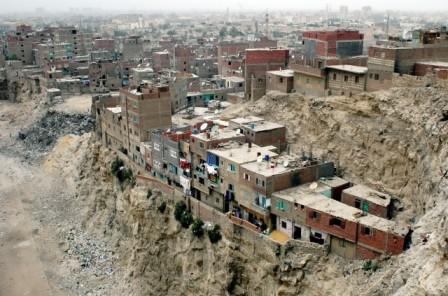 The Manshiet Nasser settlement on the outskirts of Cairo. (http://bbsnews.net/bbsn_photos/topics/Middle-East/200705103_G.sized.jpg (Image Courtesy: Jeff Black/IRIN / BBS News)