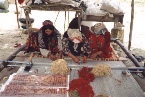 Quashqai women weaving a Gabbeh.