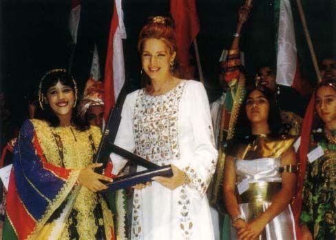 Queen Noor opens the 20th Arab Children Congress in Amman. 8 July 2000.