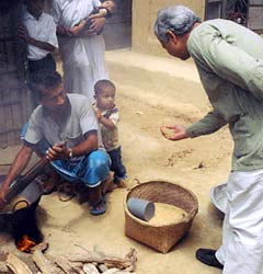 <a href=http://www.pbs.org/opb/thenewheroes/meet/pix/yunus_ss_1.jpg>Yunus in rural Bangladesh