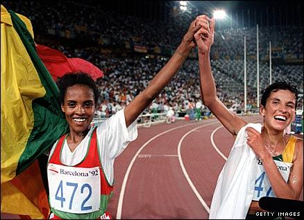 Derartu Tulu and Elena Meyer in 1992 Olympic victory lap (worldpress.com)