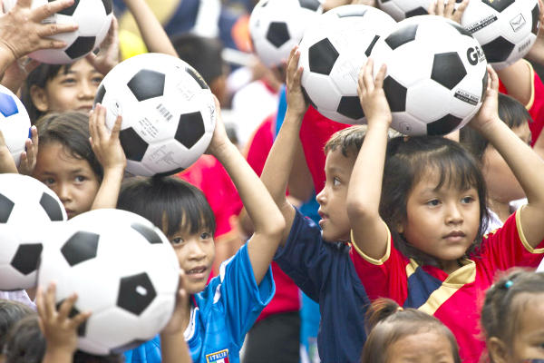 Thai school children hold soccer balls in Bangkok, Thailand. A special soccer ball for use in developing countries called the SOCCKET contains a generator and lamp inside for use in areas without electricity.  <P>David Longstreath/AP/File
