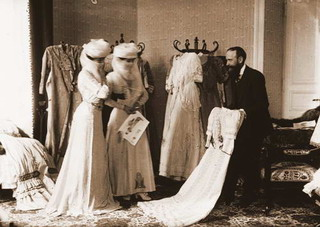 A french designer shows off his creations to two high-society Egyptian women <a href=http://www.egyptedantan.com/vie_quotidienne/vie_quotidienne6.htm>circa 1909.</a>
