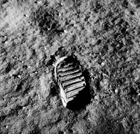 Neil Armstrong - footprint on the moon<br>https://www.planetarium.net/<br>edcenter/human/apollo.htm