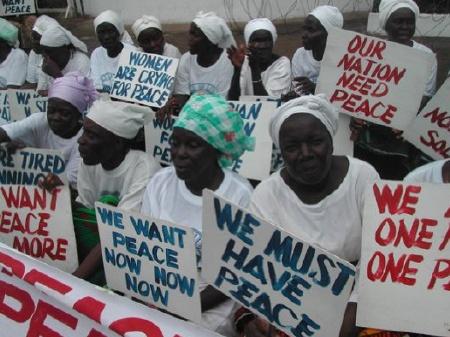 Women's Peace Movement of Liberia (http://afww.files.wordpress.com/2009/10/liberian-women-seek-peace-3.jpg)