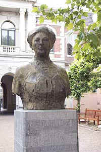 This statue of Alleta Jacobs at the Faculty of Arts at Groningen University commemorates the first first female student in the Netherlands to recieve a university degree.