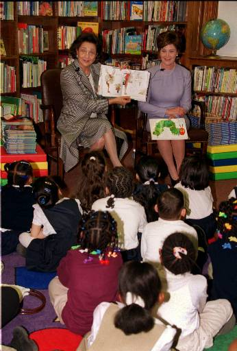 First Lady Mubarak and First Lady Bush read to children. (AP Photo/Ron Thomas)