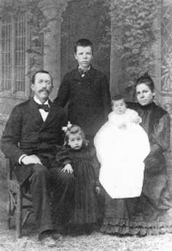 <center>The Sydenstricker family in China in 1894. <br>From left to right: Absalom, Pearl, Edgar, Clyde, and Carie<br> Photo courtesy of: http://www.english.upenn.edu/Projects/Buck/biography.html</center>
