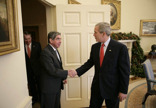 <a href=http://www.whitehouse.gov/news/releases/2006/12/images/20061206-3_d-0362-515h.jpg>President Arias and President Bush</a>