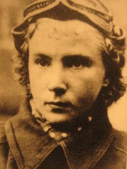 <a href=http://upload.wikimedia.org/wikipedia/commons/thumb/1/1a/Lydia_Litvyak.JPG/250px-Lydia_Litvyak.JPG>Lidya Litvak</a>