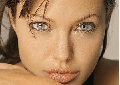 (http://celebrity-hotvideo.10ad.org/wp-content/uploads/2006/11/angelina_jolie_resize.jpg)