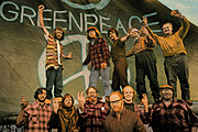 The crew of the founding voyage<br>(http://www.greenpeace.org/<br>international/about/<br>history/founders)