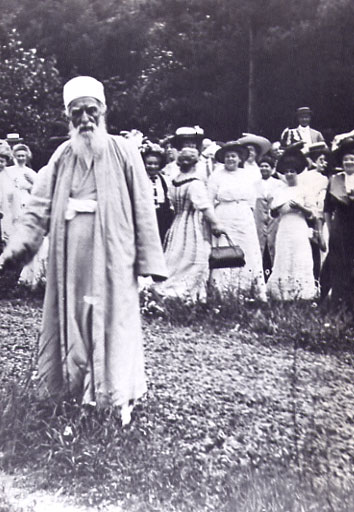 Abdul-Baha, New Jersey, USA, 1912. (https://www.iranian.com/Quiz/2004/May/man.html)