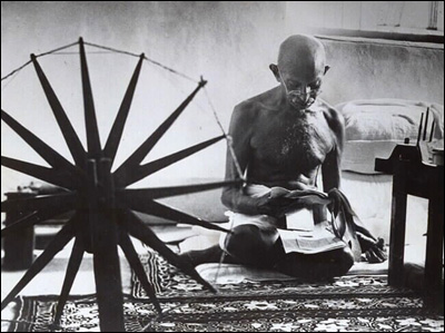 Gandhi making homespun cloth<br>(http://mrunali.com/gandhi1.jpg)