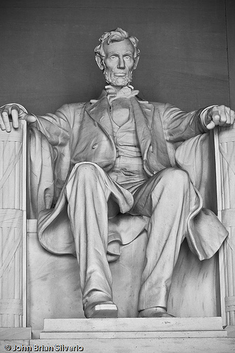 Abraham Lincoln Memorial  (Uploaded on August 3, 2007 by [[http://www.flickr.com/photos/psilver/|**psilver [silverph.com]**]])