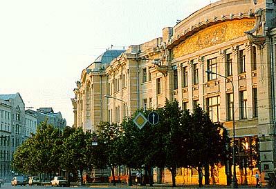 Kharkov Puppet Theater (https://www.ukraine-arabia.ae/travel/gallery/kharkiv/KharkivTheater_of_Dolls1.jpg)