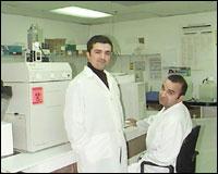 Babak and Daniel Darvish (http://www.jewishjournal.com/<br>images/photos/lab.11.22.02.jpg)