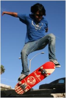 Oscar Loreto skateboarding (www.adaptiveactionsports.com)