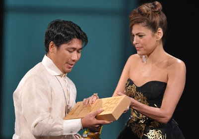 Efren Peñaflorida, accepting the CNN Award (www.cnn.com/heroes)