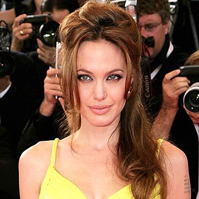 (http://www.aolcdn.com/red_galleries/angelina-jolie-hair-400a073007.jpg)