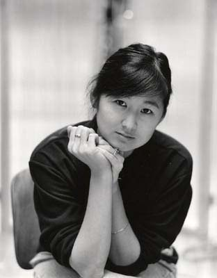 photo of Maya Ying Lin  (http://prelectur.stanford.edu/lecturers/lin/images/mayalb.jpg)