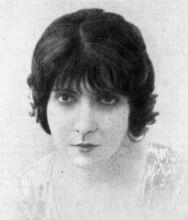 Eve Lavalliere (http://www.paprika.cz/pics/clanky/herecka.jpg)