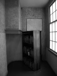 <b>The bookcase, the shield which protected Anne</b><br>(tevanalexander.com)