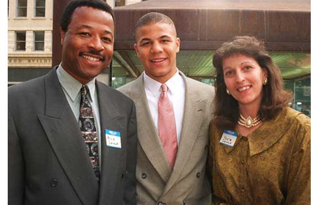 Jarome Iginla with his dad and stepmom (google)
