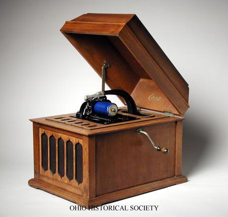 Edison's Phonograph (http://ohsweb.ohiohistory.org/ohiopix/dspLargeImage.cfm?Title=Thomas%20Edison%20Phonograph&Image=M00224_lrg.jpg)