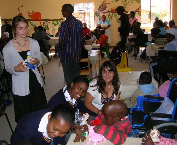Students presenting toys to disabled children under TOYJOY program<br> (http://ads-gss.blogspot.com/)