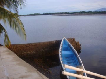 Wendy´s daily school transport. She canoe pools, picking up three others, rowing against the tide