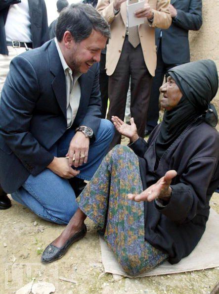 The king Abdullah helping Palestinian people  (google )
