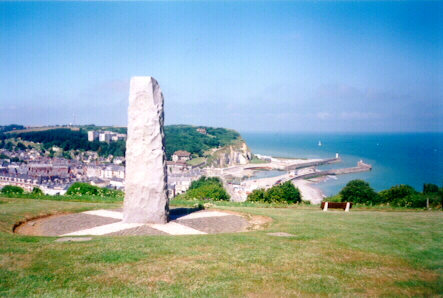 51st Highland Division Memorial overlooking St Valery-en-Caux in Summer 2001 (http://home.clara.net/clinchy/51st.htm)